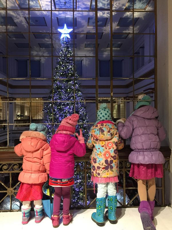 Christmas tree at the Walnut Room in Macy's in Chicago with kids