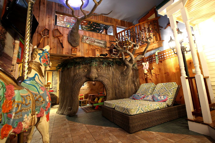 Tree house suite at the Adventure Suites hotel in New Hampshire